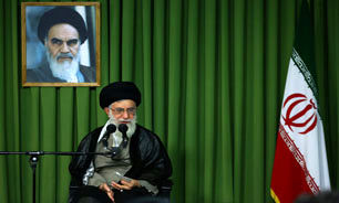 رهبر انقلاب: تسلیم مقابل زورگویان خیانت است