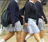 ممنوعیت پوشیدن دامن در مدارس انگلیس
