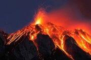 تصویر دیدنی از فوران یک آتشفشان