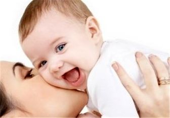 در آغوش گرفتن نوزاد و کودک چه فوایدی دارد؟