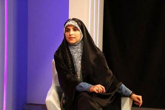 «مژده لواسانی» در مراسم تشییع حاج قاسم/ عکس