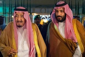 شاه سعودی دو سال است همسرش را ندیده+عکس