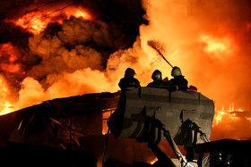 آتشسوزی مهیب در انبار «روغن خودرو»