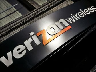 Regulators OK Verizons $۳.۹B bid to buy cable spectrum
