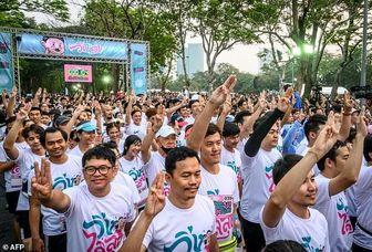"""هزاران تایلندی علیه """"دیکتاتوری"""" دویدند"""