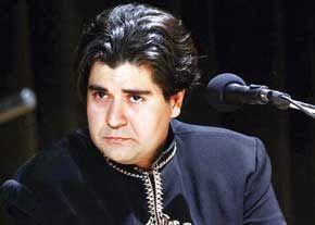 کلنگ زنی خواننده محبوب در کرمانشاه /عکس