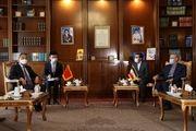 قول وزیر خارجه چین به لاریجانی: روابط با ایران تحت تاثیر شرایط روز نخواهد بود