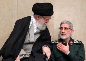پرچم شهید سلیمانی در دست سردار قاآنی
