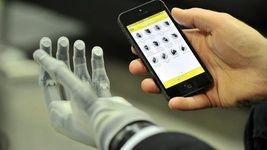 ساخت دست مصنوعی با قابلیت کنترل تلفنی!