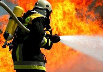 آتش سوزی گسترده در یک مرکز تولیدی نخ و پارچه