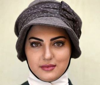 بازیگر زن ایرانی در میان تماشاچیان الکلاسیکو/عکس