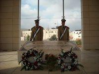 آغاز نبش قبر یاسر عرفات