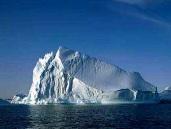 جزیره عظیم یخ در مسیر کانادا