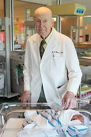 پیرترین پزشک جهان در گینس + عکس