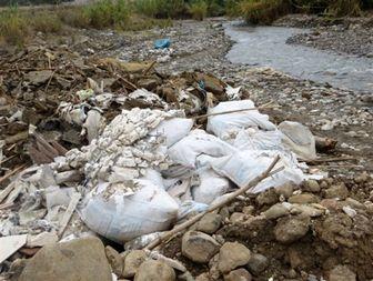 تجمع زباله و نخاله های ساختمانی در مسیر رودخانه شیرین سو طارم +تصاویر