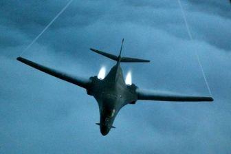 پروزا بمب افکن های ایالات متحده در آسمان دریای چین جنوبی