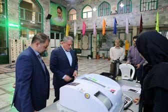 محسن هاشمی در محله کاشانک رای داد