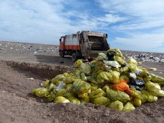 تخلیه زباله های بیمارستانی در پاکدشت