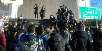 برگزاری تجمع دانشجویان دانشگاه آزاد/ درخواست برای برخورد با مسئولان خاطی