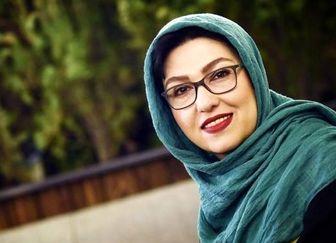 تظاهر خانم بازیگر به شادى/ عکس