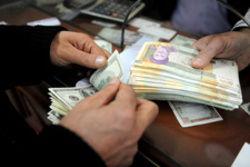 """بی تفاوتی  """"دولت صرافها"""" به قیمت دلار"""