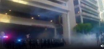 شلیک مستقیم پلیس آمریکا به صورت دختر معترض!/فیلم