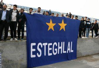 اعتراض هواداران استقلال به تصمیم فدراسیون +عکس