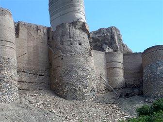 مرمت قلعه تاریخی منوجان چشم انتظار اعتبار