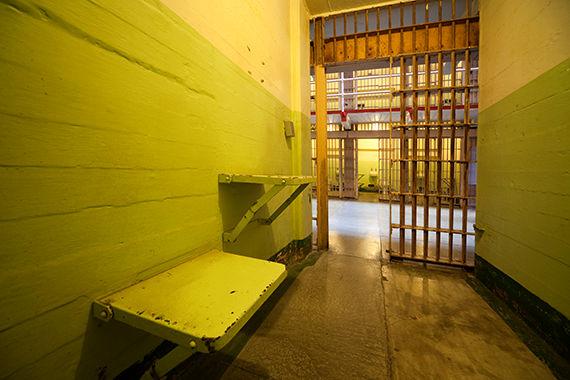 افزایش مرگ و میر ناشی از خودکشی و سوء مصرف مواد مخدر در زندانهای کارولینای شمالی